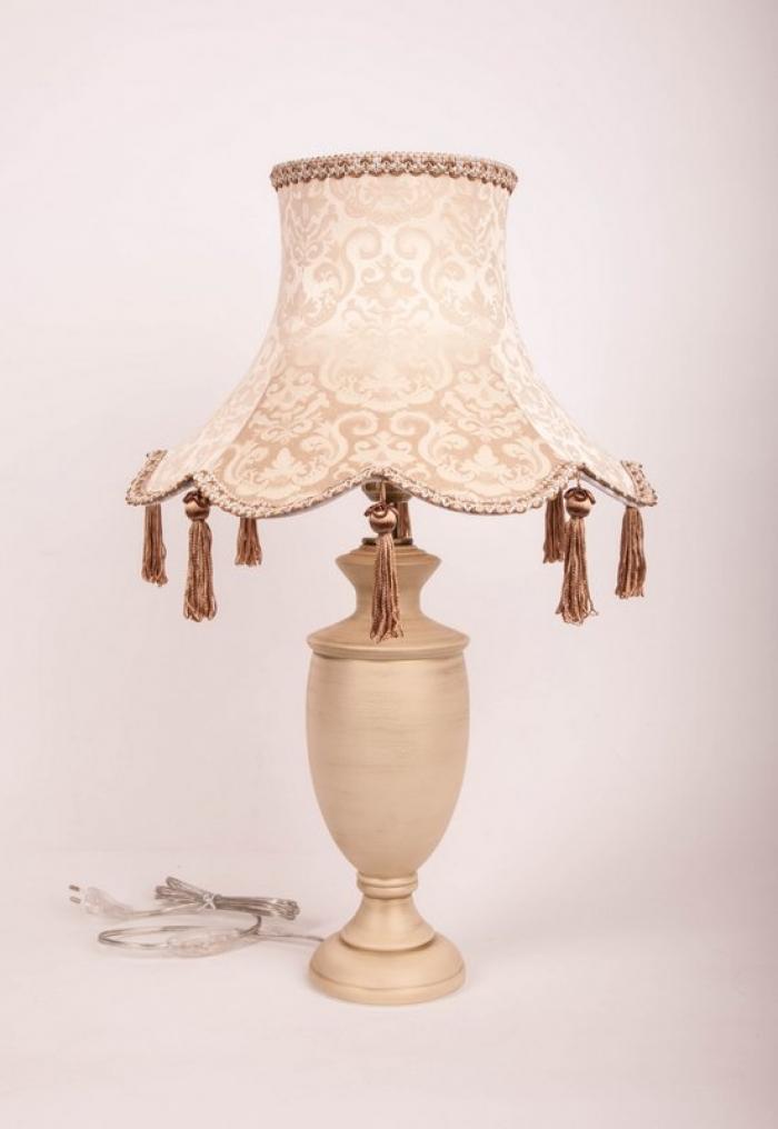Настольная лампа из дерева с абажуром
