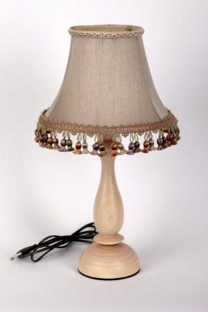 Настольная лампа с абажуром с кисточками