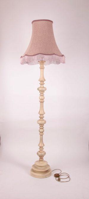 Деревянный торшер с класическим абажуром