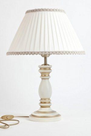светлая настольная лампа