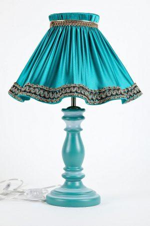 настольная лампа голубого цвета с абажуром