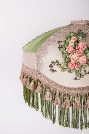 дизайнерский абажур зеленый с вышивкой кистями и бахромой