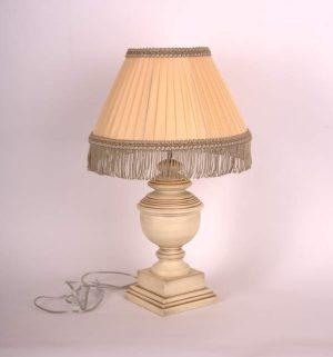 солидная настольная лампа