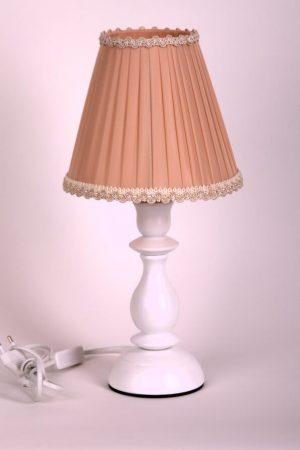 лампа с абажуром в форме конуса бежевогоц цвета