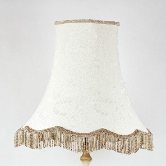 классический белый абажур для торшера с бахромой