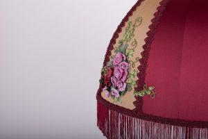 уникальная вышивка на абажуре