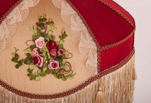 бордовый абажур для столовой или гостиной