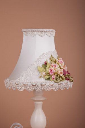 настольная лампа с ручной вышивкой
