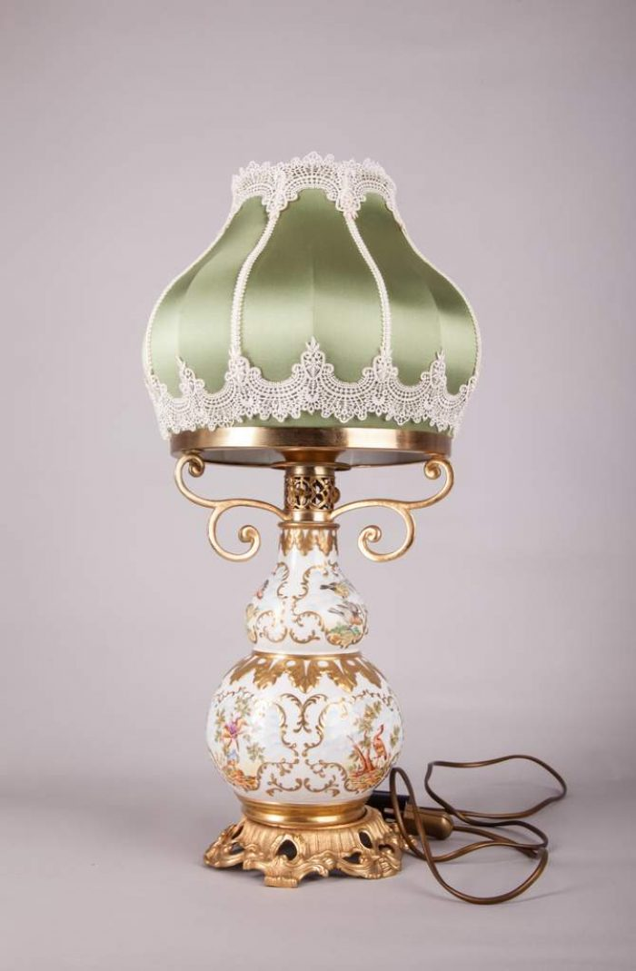 Настольная лампа, абажур с кружевом и шелком