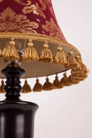 красный абажур для лампы