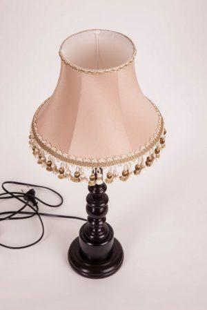 бежевый абажур для настольной лампы с кистями