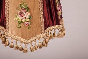 абажур с отделкой тесьмой бахромой и вышивкой