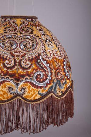 Ретро абажур с узорами и бахромой