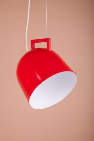 металлический светильник в виде красной чашки