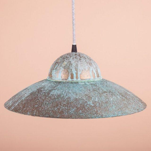 оригинальный светильник из металла с дизайнерской покраской
