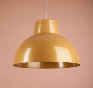 металлический светильник интересная форма желтый цвет