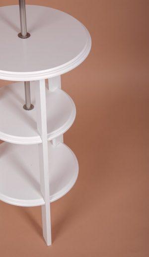светлое основание для торшера из дерева со столиком