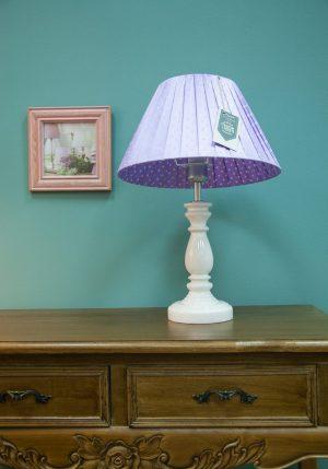 настольная лампа с абажуром в горошек