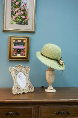 лампа с абажуром шляпкой
