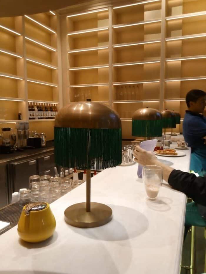 настольные лампы из латуни для ресторана в парке остров мечты